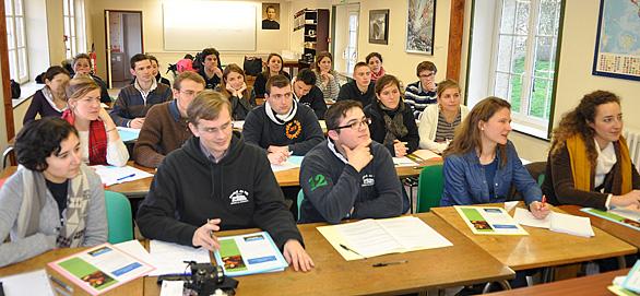 Les élèves de l'École de Vie Don Bosco en formation